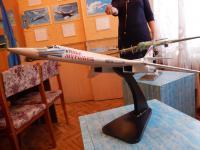 Модель самолета, подаренная летчиками музею